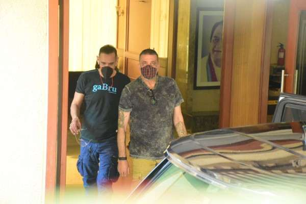 Sanjay Dutt spotted outside his home in bandra HD