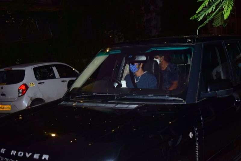 Arjun Kapoor spotted at Hakim Alim salon in bandra HD Pics