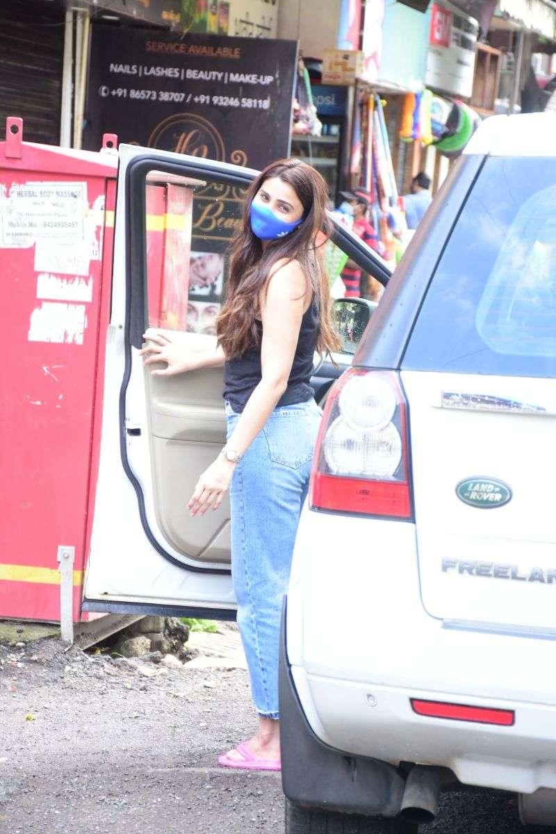Daisy Shah Hot In Black at bandra HD photos