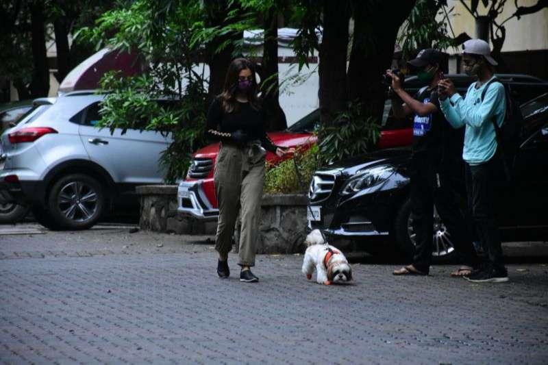 Janhavi Kapoor Hot Photos At Manish Malhotra's house in bandra HD