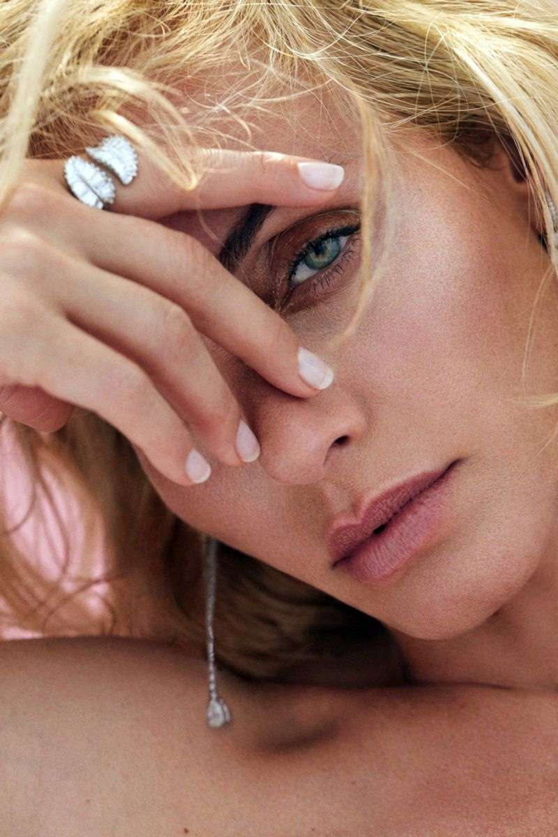 Amber Valletta poses for Los Angeles jeweler Anita Ko's 2020 HD