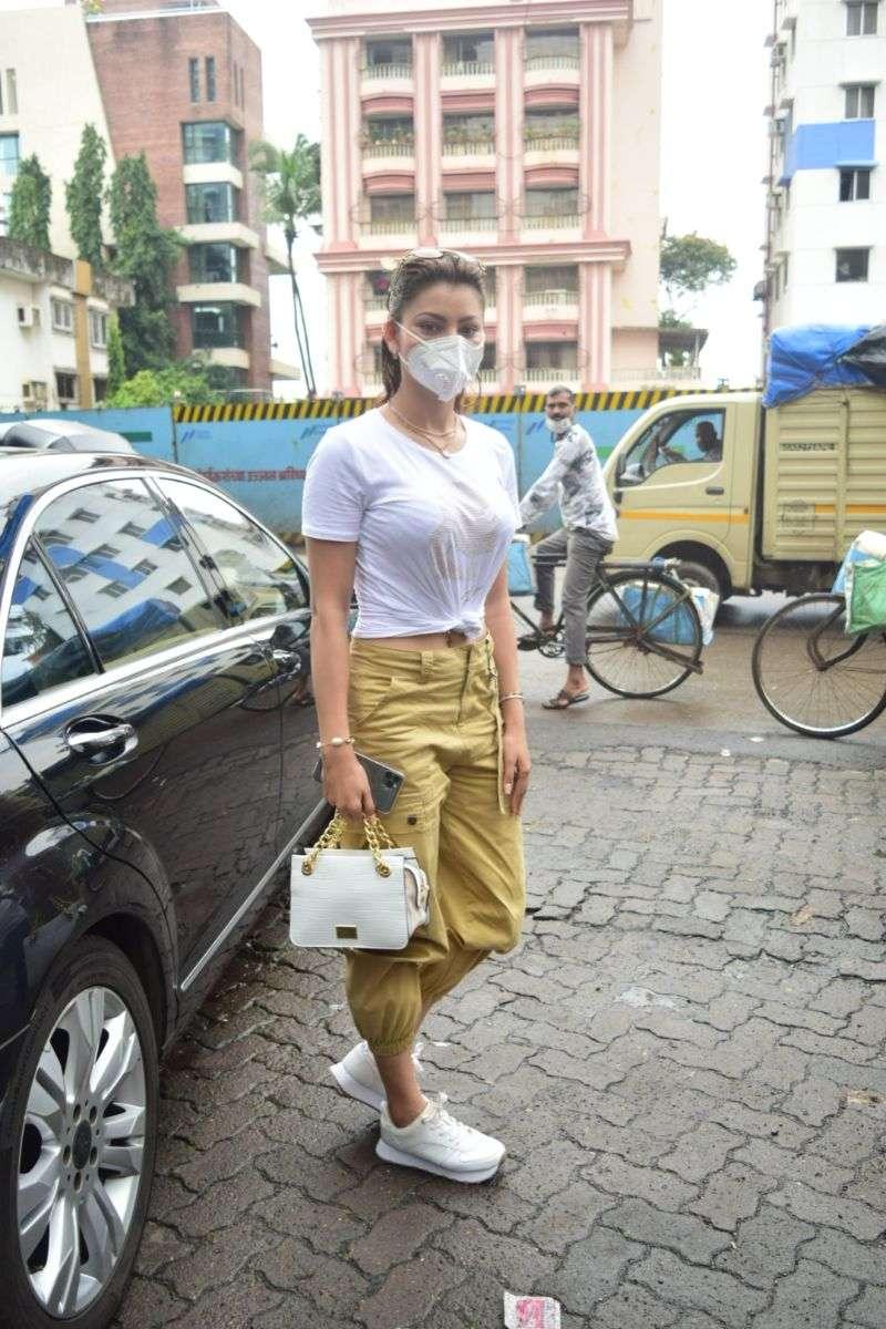 Urvashi Rautela Hot Stills At juhu HD