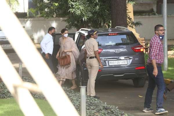 Deepika Padukone at NCB office in Mumbai HD photos