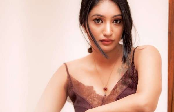 Bommu Lakshmi hot photoshoot pics HD