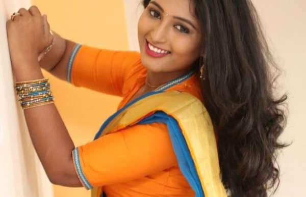 Telugu actress Teja Reddy Hot Photos In saree HD