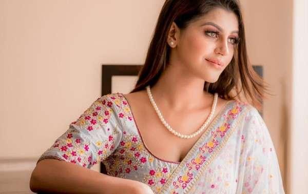 Yashika Aannand Hot Pics In Saree HD