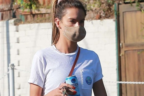 Alessandra Ambrosio Wears her workout clothes as she picks up lunch at Brentwood Country Mart HD Pics