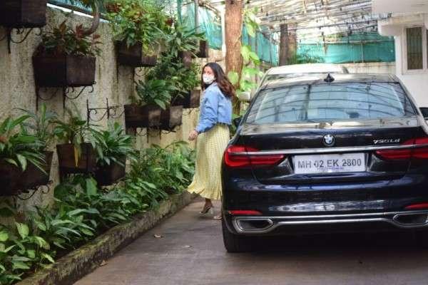 Alia Bhatt spotted at sunny sound juhu HD Photos