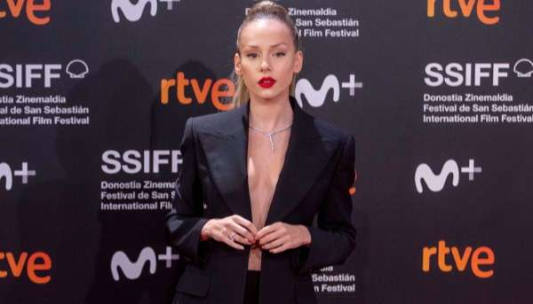 Ester Exposito Hot and Cute Pictures At 68th San Sebastian Film Festival HD
