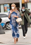 Nicky Hilton bold and beautiful Photos in blue for some shopping in New York HD