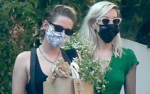 Camila Morrone Emma Roberts & Kristen Stewart Hot Pics At Emma's baby shower in Los Angeles