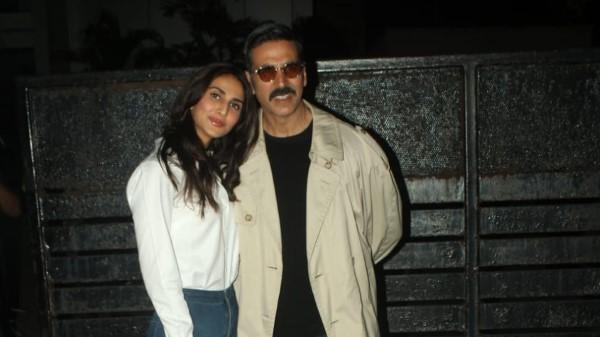 Akshay Kumar and Vaani Kapoor stylishly Pics in Mumbai HD