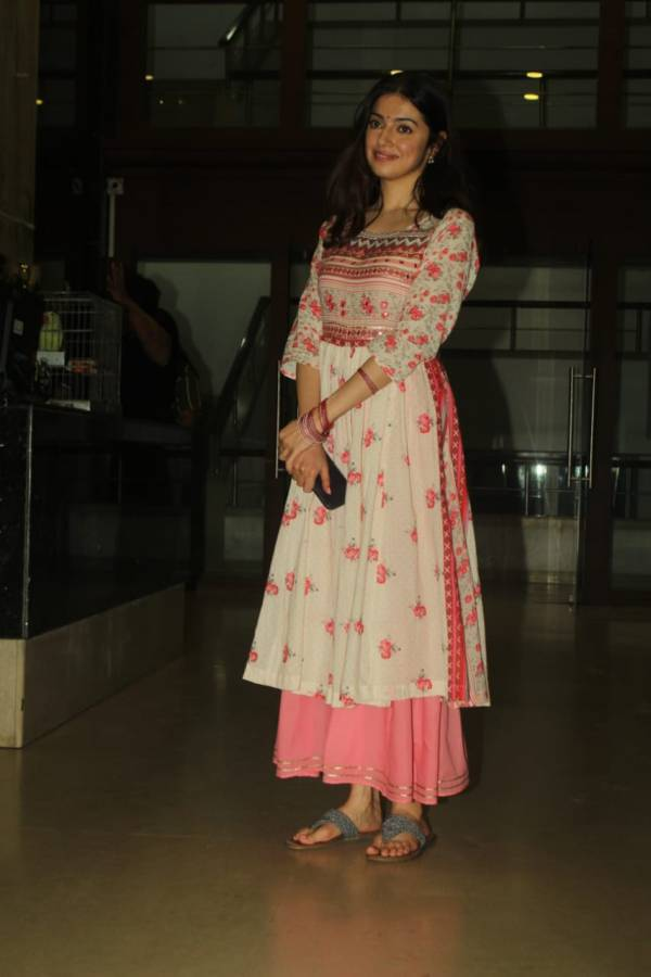 Divya Kumar Khosla Spotted At Vile Parle HD Photos