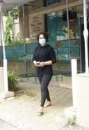 Ayesha Shroff Spotted At Food Hall Khar HD Photos 3