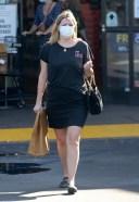 Mischa Barton Picks up a few items at VONS near her home in Los Feliz