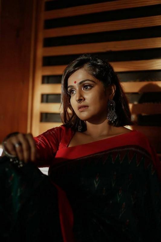Remya Nambeesan Latest Cute Photos HD