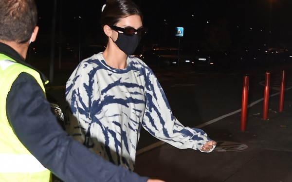Hailey Bieber and Kendall Jenner seen leaving Milan after visiting for Milan Fashions Week Milan HD