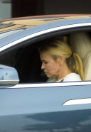Chelsea Handler Is spotted wearing no mask during lunch at Blue Plate Oysterette in Santa Monica 3