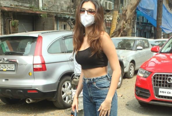 Tara Sutaria Hot In Black At Andheri HD Photos