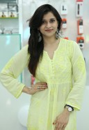 Bollywood Actress Mannara Chopra inaugurated 55th Cellbay Multi Brand Mobile Store 3