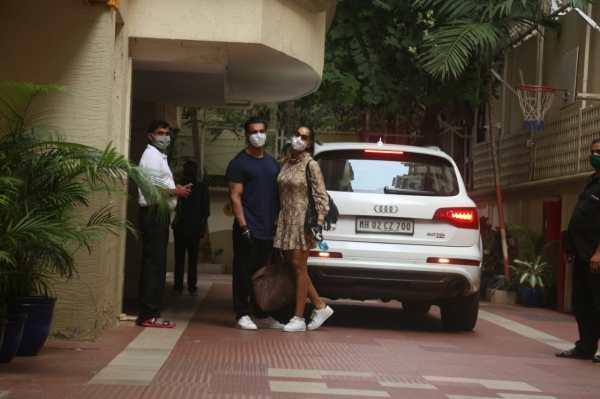 Bipasha Basu and Karan Singh Grover Spotted At Bandra HD Photos