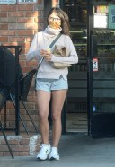 Jordana Brewster heads out for some snacks in Los-Angeles