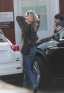 Molly Sims Goes to the Brentwood Country Mart in Brentwood HD