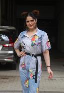 Zareen Khan Hot and Cute Pics At Bandra HD photo