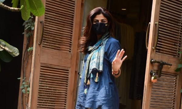 Shilpa Shetty Spotted At Bandra HD Pics
