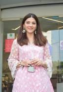 South Actress Mehreen Pirzada Spotted At Juhu HD Photos 3
