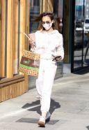Jessica Alba picks up some food and a juice