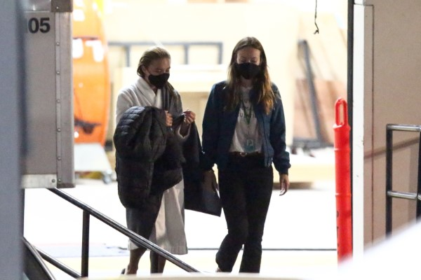 Olivia Wilde Florence Pugh and Harry Styles film scenes