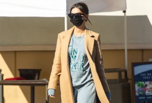 Emily Ratajkowski Seen wearing a winter coat