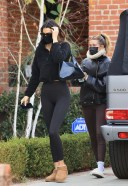 Hailey Baldwin/Bieber and Kendall Jenner - head for a workout session