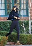 Hailey BaldwinBieber and Kendall Jenner head for a workout session 23