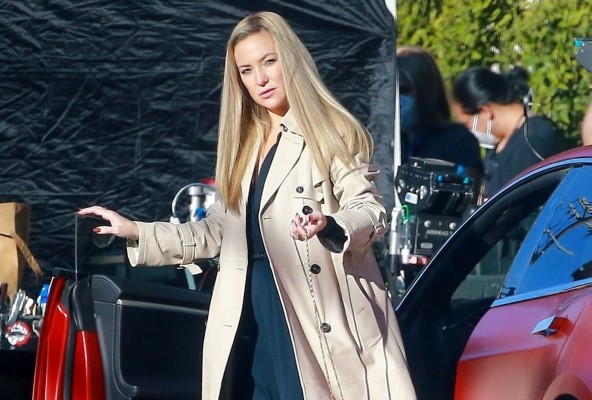 Kate Hudson Continues filming scenes for Truth Be Told