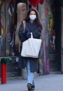 Katie Holmes Is doing last minute christmas shopping