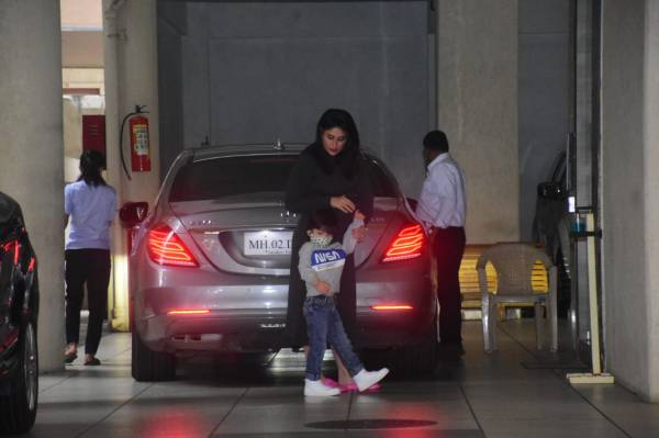 Kareena and Taimur Spotted At Her Mothers Home In Bandra Photos hd