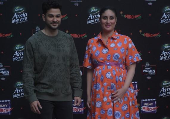 Kareena kapoor and Kunal Khemu at the event of What women want at Bandra photos hd