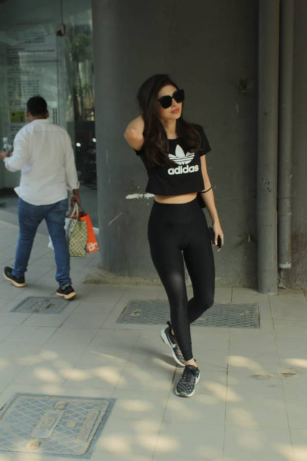 Mouni Roy Spotted At Dance Class In Andheri Photo hd