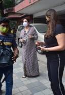 Kareena Kapoor Spotted At Khar HD Photos 23