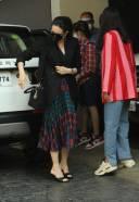 Karisma Kapoor At Shashi Kapoor's House For Xmas Brunch HD Photo