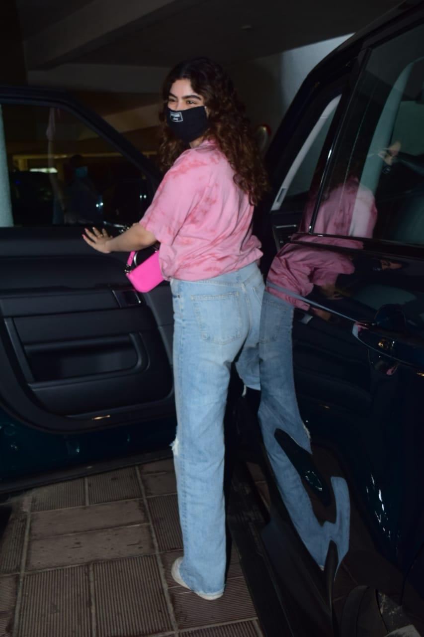 Khushi Kapoor Spotted At Manish Malhotra's House In Bandra HD Photos