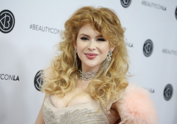Renee Olstead Los Angeles Beautycon Festival