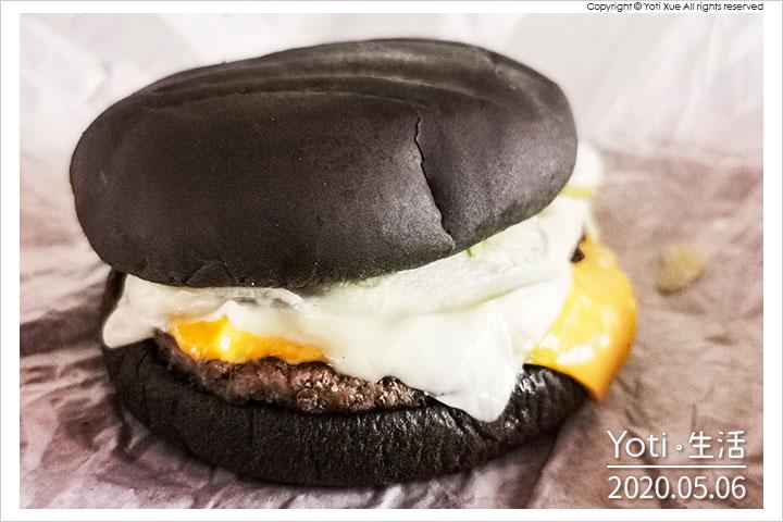 [麥當勞] 雙牛起司黑堡   雙層純牛肉、極黑浪潮、2020 BLACK BURGER
