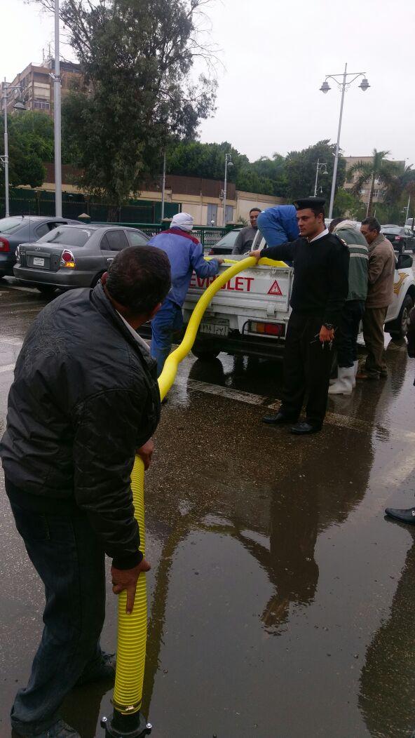 سيارة شفط المياه من الشارع