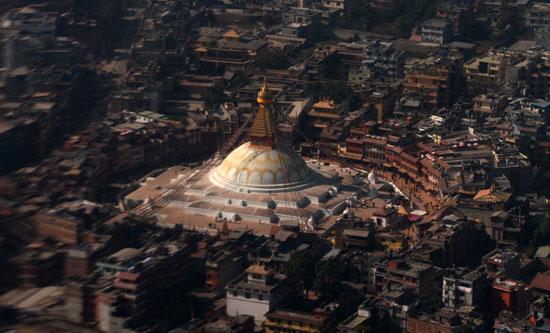 معبد بوذاناث ستوبا فى كتماندو يعود للعمل بعد زلزال نيبال المدمر