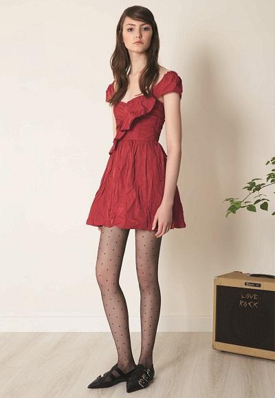 فستان أحمر قصير من مجموعة ما قبل الخريف