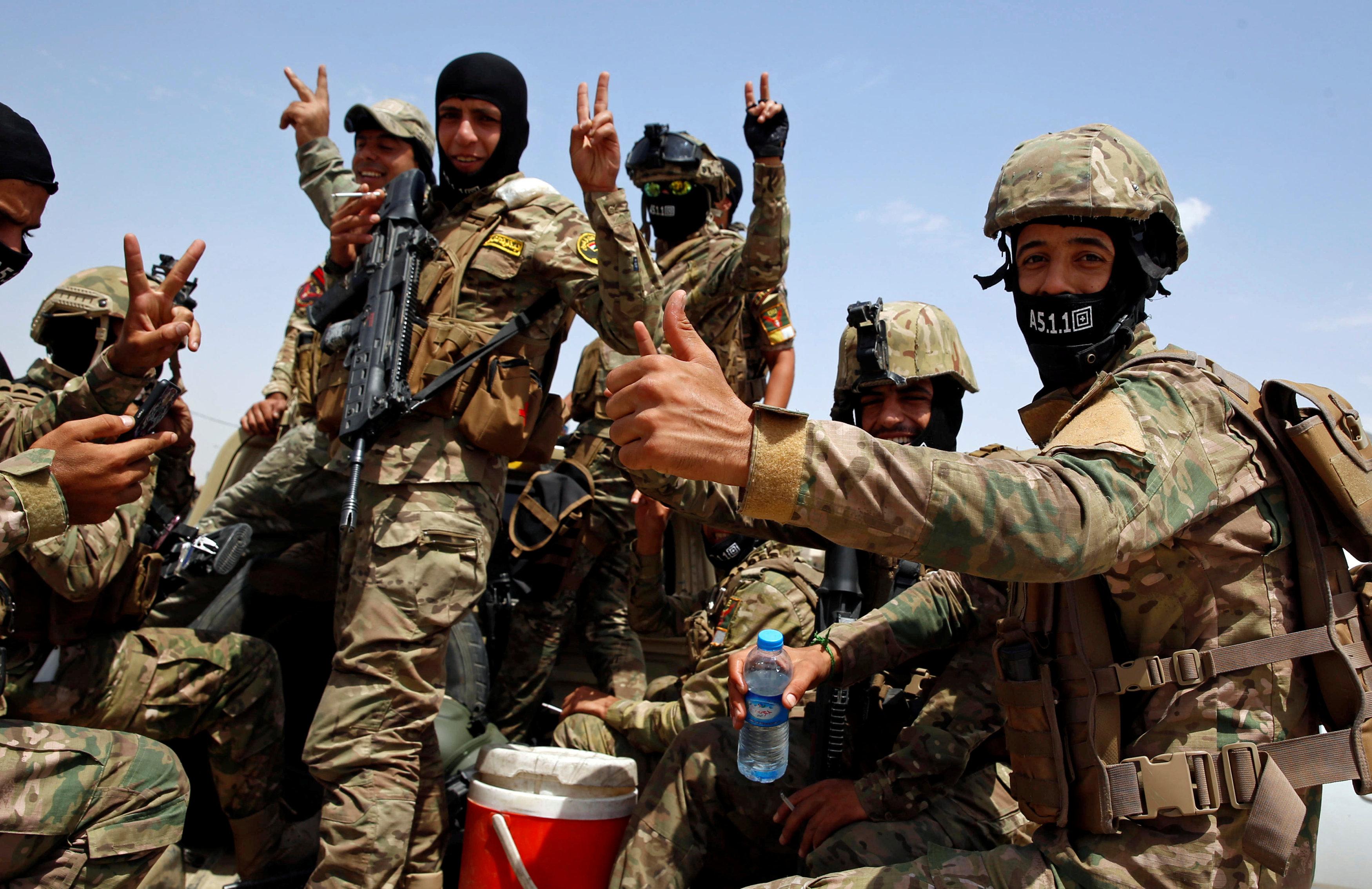 جانب من فرحة الجنود العراقيين بتحرير المسجد