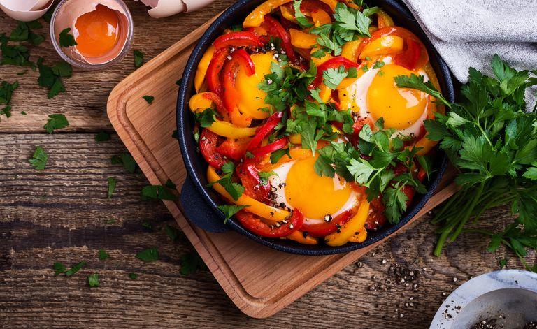 104246 البيض - عشان صحتك.. 8 أطعمة غنية بالبروتينات تناولها يوميا منها فول الصويا